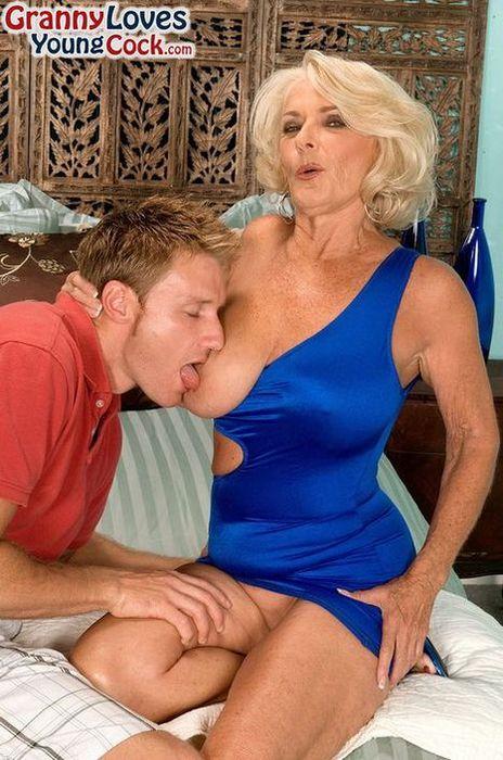Секс Бабушки С Сиськами